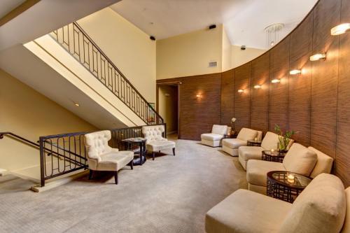 59a841e27509f lounge1